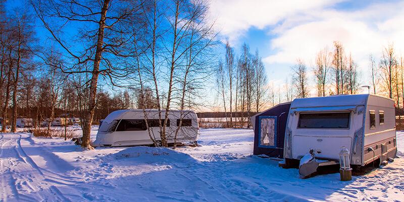 caravan-in-snow